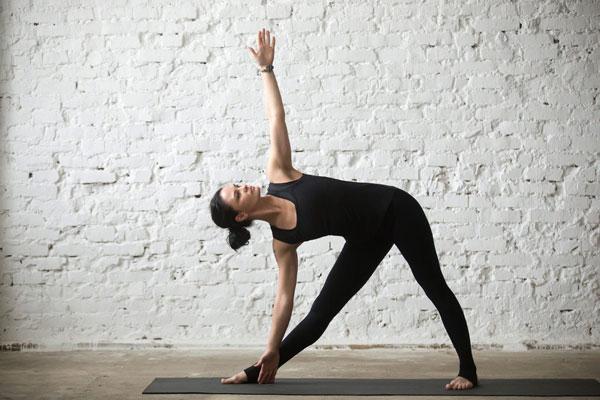 Tập Yoga tại nhà với tư thế tam giác