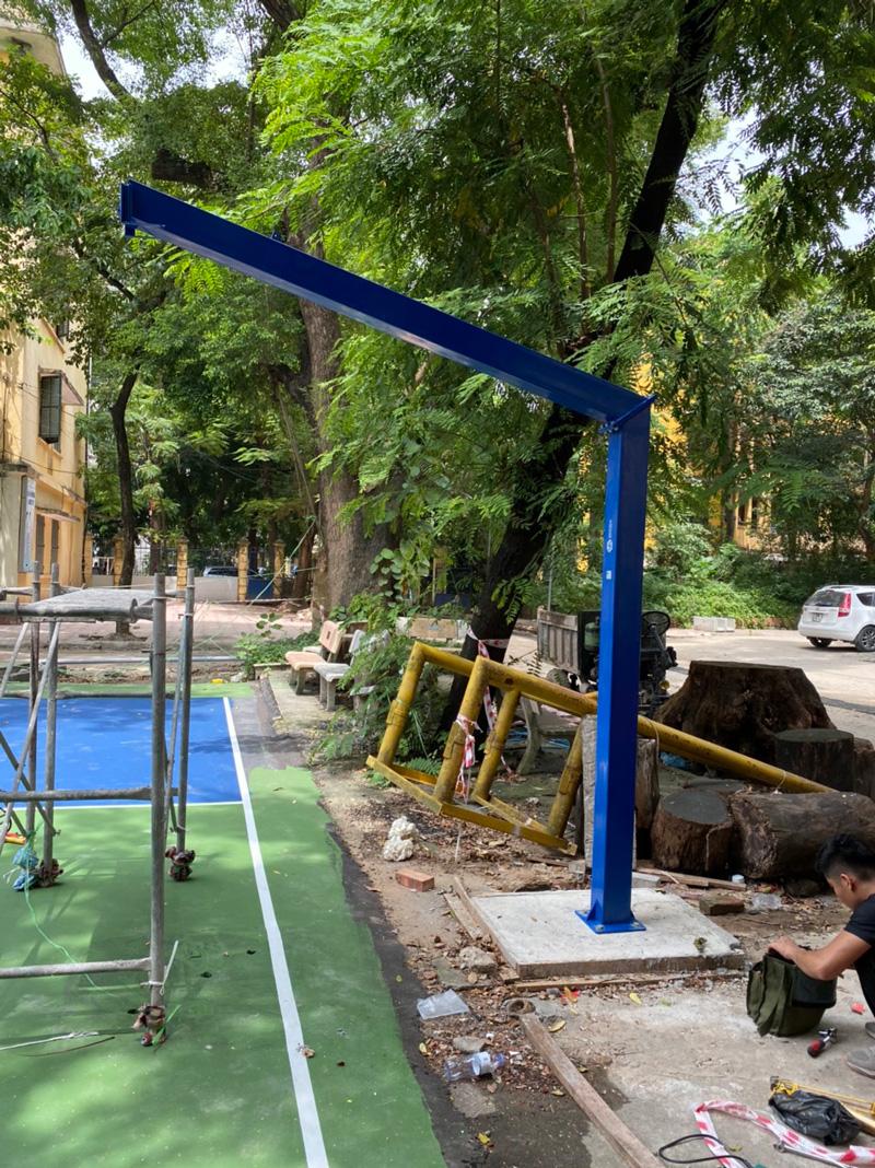 Thi công lắp trụ bóng rổ tại ĐH KTQD