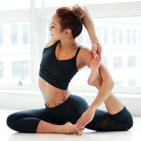Tư thế Yoga nàng tiên cá (Mermaid Pose)
