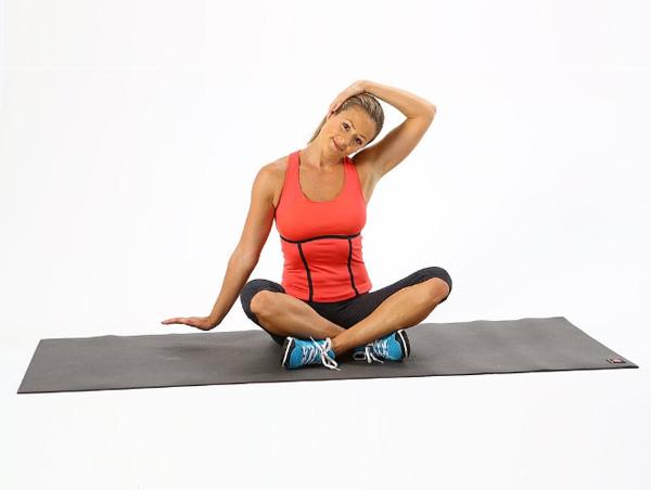 Bài tập Yoga ngồi giãn cổ