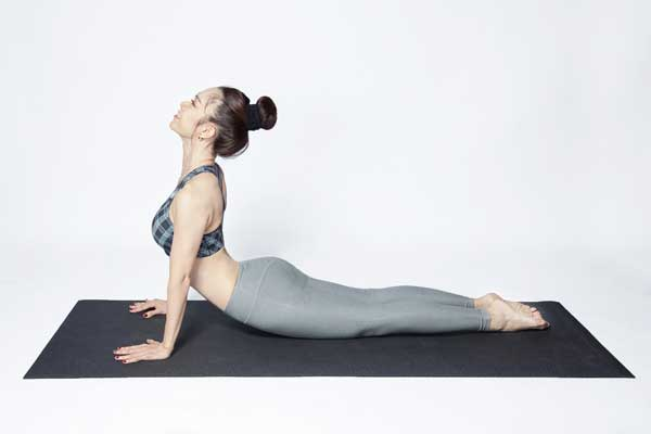 Tư thế Yoga rắn hổ mang (Cobra Pose)