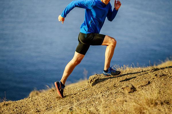 Chạy bộ leo dốc