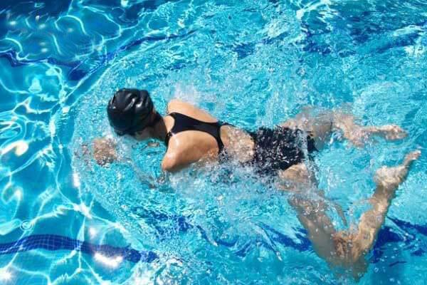 Hướng dẫn kỹ thuật bơi ếch cơ bản đến nâng cao từ các HLV