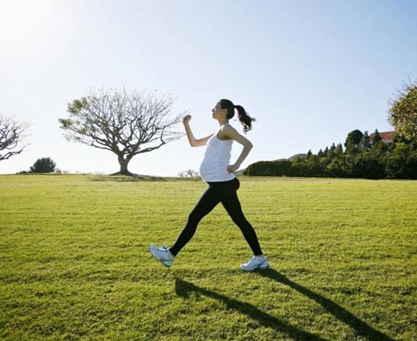 Lợi ích của đi bộ đối với sức khỏe bà bầu