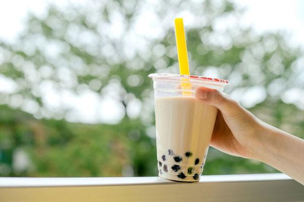 Hạn chế tối đa việc uống trà sữa