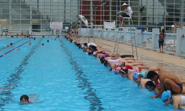 Bể bơi Thái Hà có không gian sạch, rộng thoáng