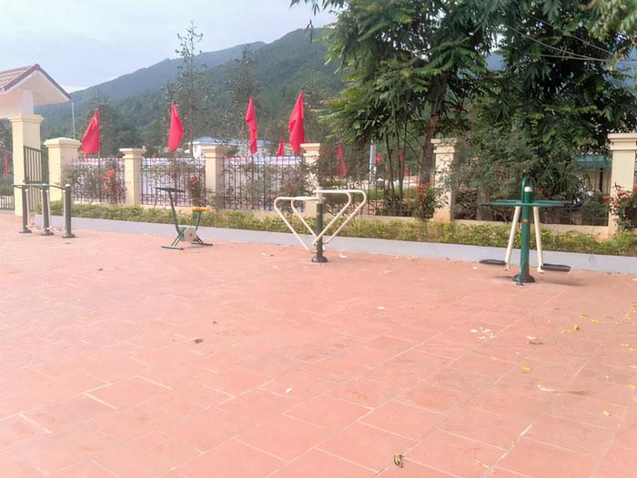 Lắp đặt dụng cụ thể thao ngoài trời tại NVH xã Đồng Văn, Bình Liêu, Quảng Ninh