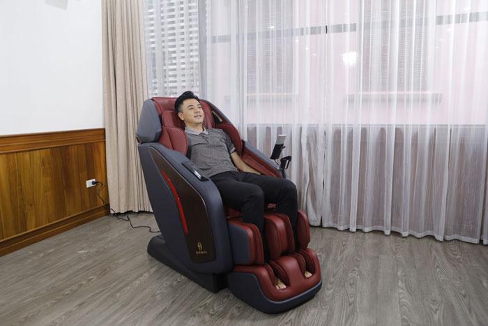 MC Tuấn Tú tin tưởng sử dụng ghế massage Oreni OR-500