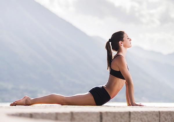 4 bài tập Yoga chữa thoát vị đĩa đệm đúng cách, hiệu quả Nhất