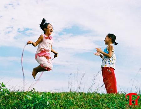 Cho trẻ em nhảy dây