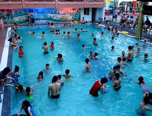 Địa chỉ bể bơi tại Hà Nội và bảng giá vé mới, chi tiết nhất 2021