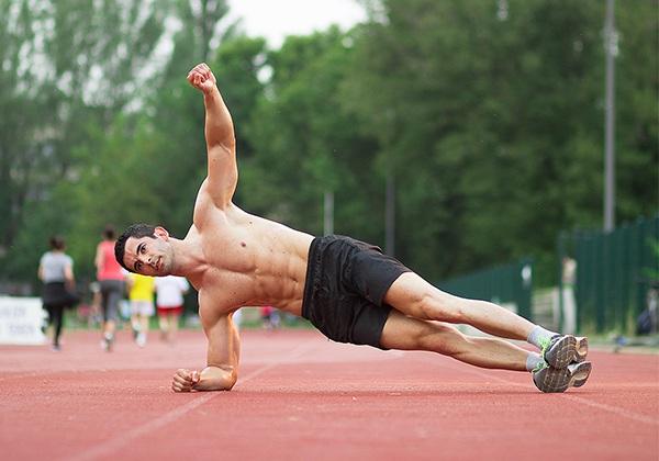 Động tác Plank nghiêng