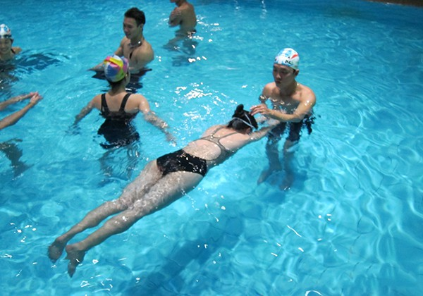 Cách bơi sải không mệt được chia sẻ bởi HLV và VĐV bơi lội