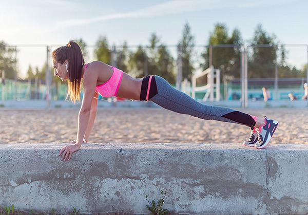 Hít đất giảm mỡ bụng cho nữ