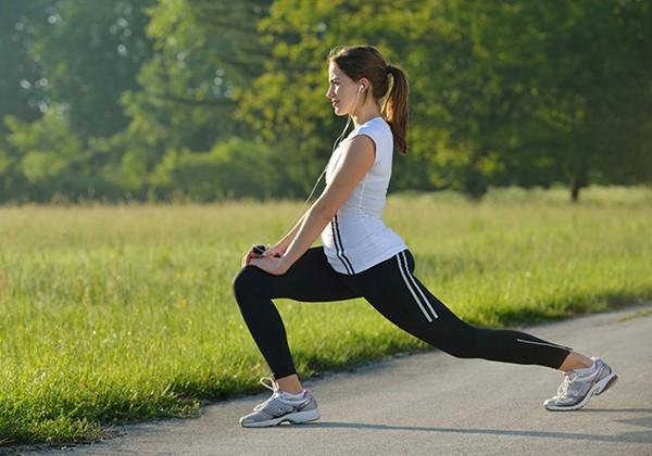 Khởi động trước khi đi bộ giảm cân