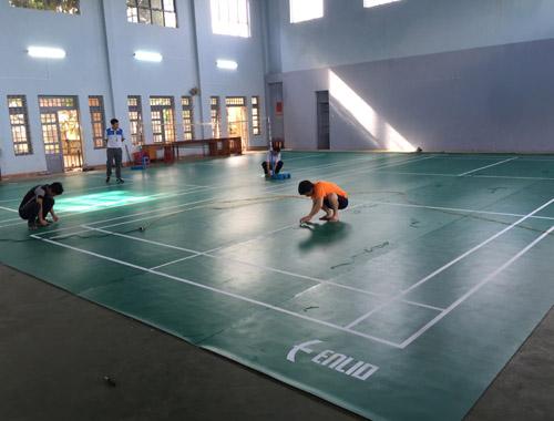 Làm sân cầu lông tại Trường THPT EaHLeo