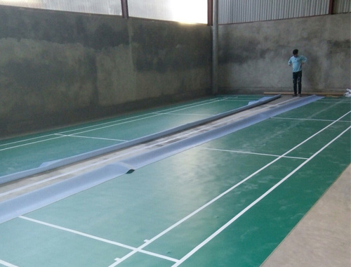 Làm sân cầu lông tại huyện Mường Chà - Điện Biên