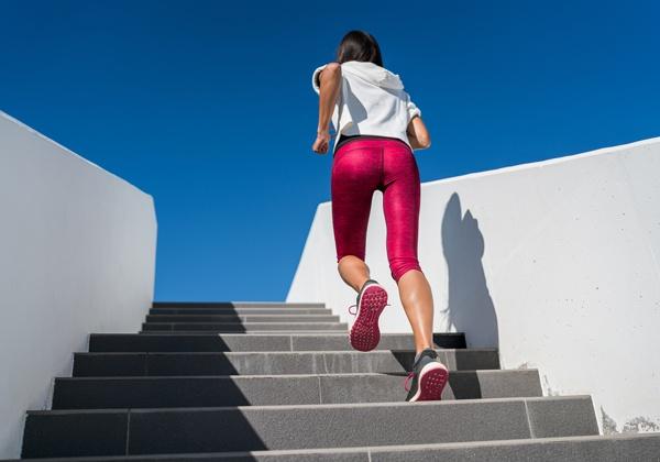 Lưu ý khi chạy bộ leo cầu thang