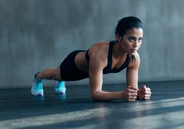 Plank giảm mỡ bụng sau sinh
