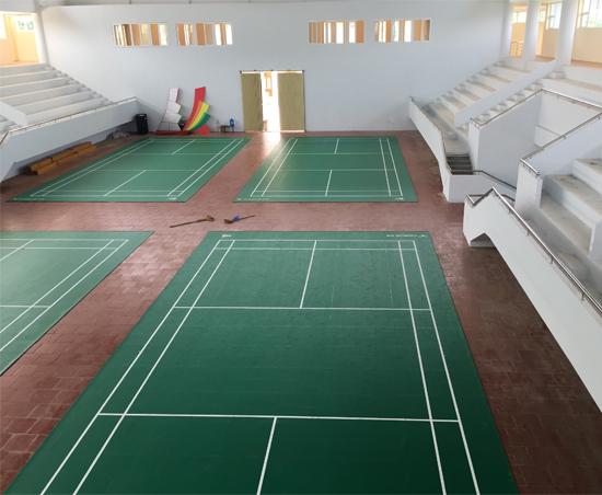 Sân cần lông tại nhà VHTT huyện Phù Yên hoàn thiện