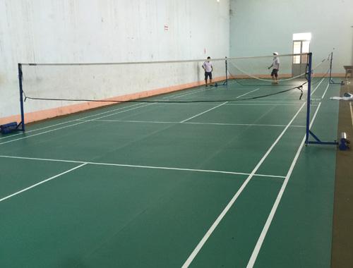 Sân cầu lông Trường THPT Buôn Ma Thuột hoàn thiện