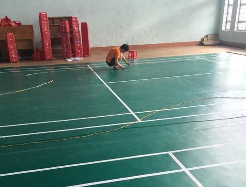 Sân cầu lông tại Trường THPT Phan Chu Trinh hoàn chỉnh