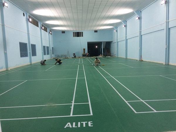 Sân cầu lông tại Trường THPT Minh Đức hoàn thiện