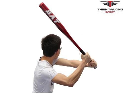 Sử dụng gậy bóng chày nhôm