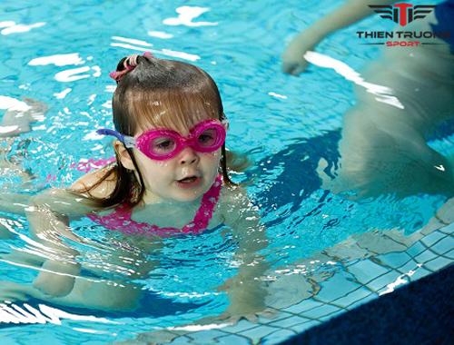 Hướng dẫn sử dụng và bảo quản kính bơi đúng cho người Mới !