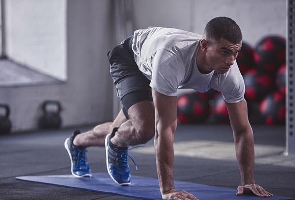 Sử dụng thảm thể dục Adidas ADMT-11014BL