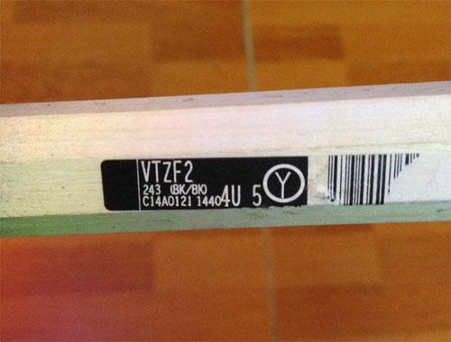 Tem mã vạch nằm trong cuốn cốt vợt