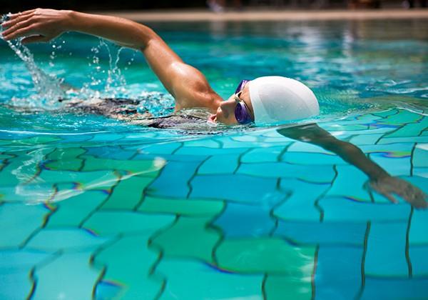 Thở đúng cách khi bơi sải