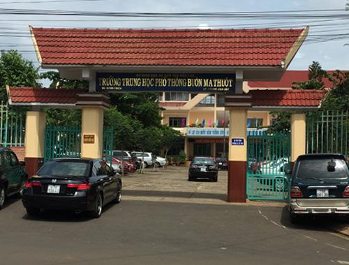 Thi công sân cầu lông ở Trường THPT Buôn Ma Thuột, Đắk Lắk