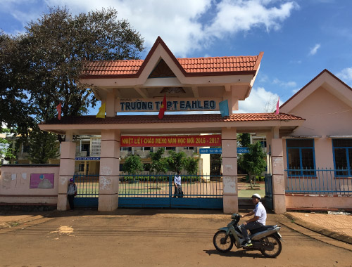 Thi công sân cầu lông tại Trường THPT EaHLeo tỉnh Đắk Lắk