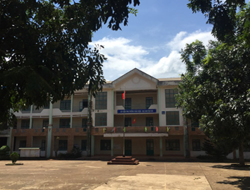 Thi công sân cầu lông ở Trường THPT Phan Chu Trinh, Đắk Lắk
