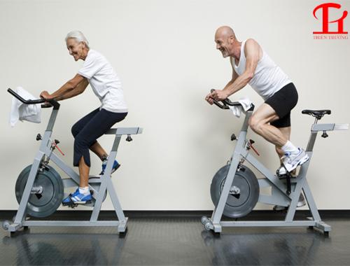 Xe đạp tập thể dục cho người cao tuổi