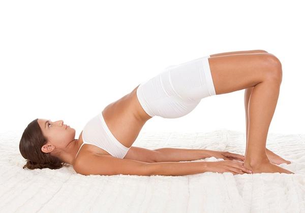 Yoga cây cầu giảm mỡ bụng sau sinh