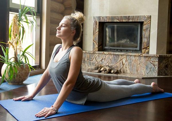 Yoga rắn hổ mang giảm mỡ bụng sau sinh