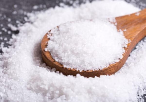 Ăn quá nhiều muối cũng là nguyên nhân gấy béo mặt