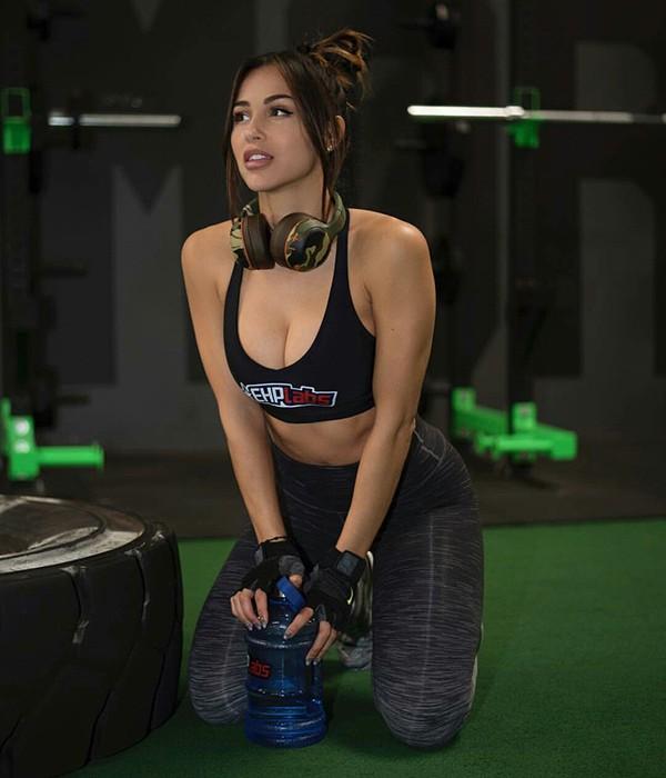 Ana Cheri 1