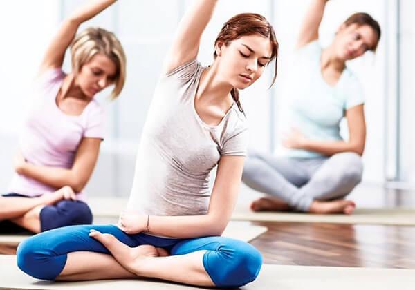 Khởi động trước khi tập yoga giảm mỡ bụng