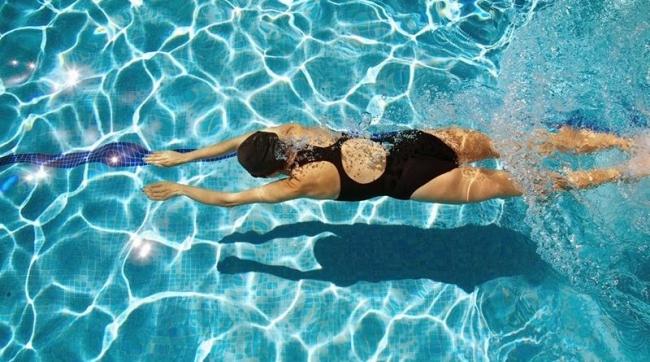 bơi lội giúp giảm cân