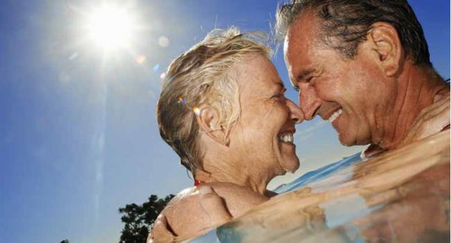 Bơi lội có ích cho sức khỏe người cao tuổi