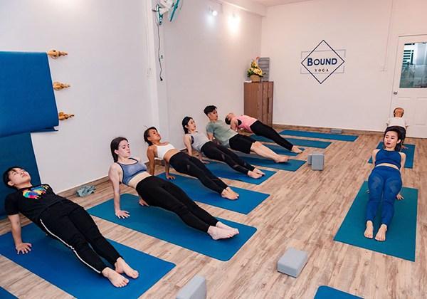 Các phòng tập Yoga quận 10 tốt và thu hút đông học viên nhất !