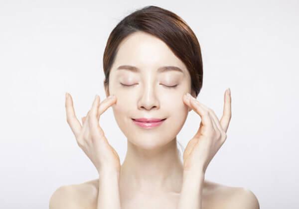 Các bước chăm sóc da ban đêm giúp da căng bóng, mịn màng.