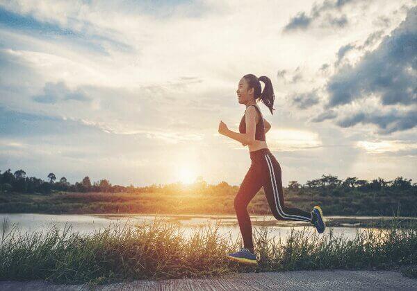 Chạy bộ là bài tập cardio giúp đốt cháy mỡ thừa, giảm cân nhanh chóng.