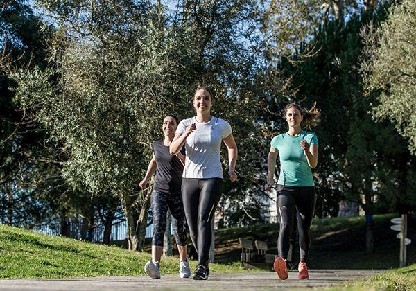 Chuyển động chân đi bộ giảm cân