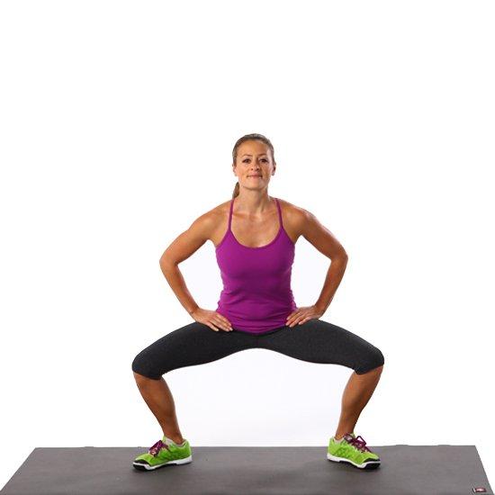 động tác sumo squat giảm mỡ đùi