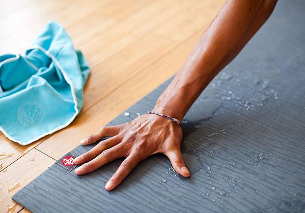 Cách giặt thảm Yoga đơn giản, sạch sẽ và bảo vệ thảm tốt nhất