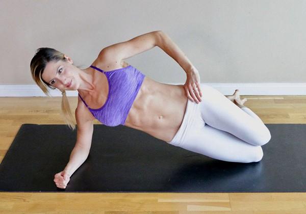 Half Side Plank chữa sổ bụng sau sinh